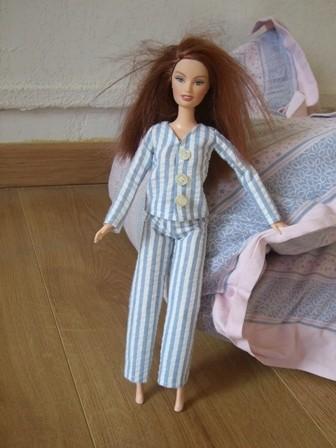 fabriquer ses vetements pour poupees comment cr er un pyjama. Black Bedroom Furniture Sets. Home Design Ideas