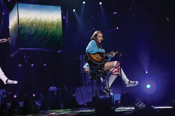'Hannah Montana et Miley Cyrus : le concert événement en 3 D' scene (Image 18927941.jpg)