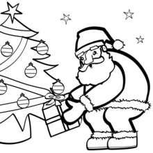 Coloriage du père-Noël au pied du sapin