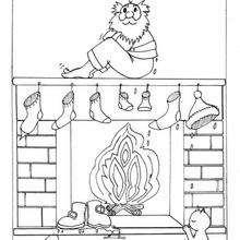 Le Père Noël fait sécher ses chaussettes sur la cheminée