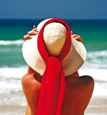 http://images.jedessine.com/_uploads/_tiny_galerie/20090624/femme-chapeau-plage-source_vq5.jpg