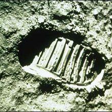 Les premiers pas sur la Lune. - Lecture - REPORTAGES pour enfant - Les Sciences - Dossier spécial ESPACE ET PLANETES