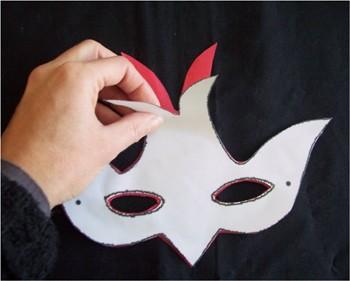 Le masque qui tend les points noirs sur la personne