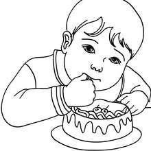 Coloriage : petit garçon qui mange un gâteau d'anniversaire