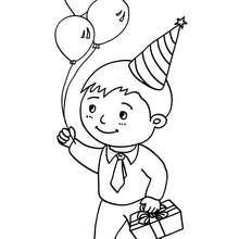 Coloriage : Petit garçon avec son cadeau d'anniversaire et 3 ballons gonflables