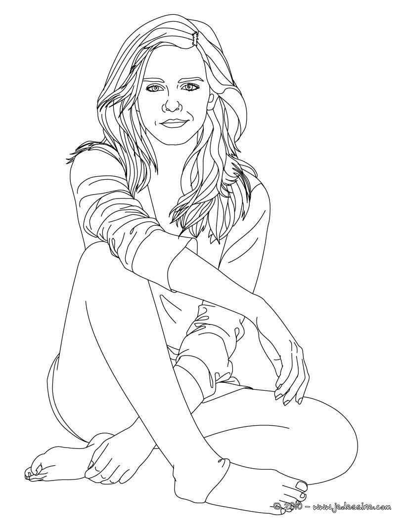 Coloriage Emma Watson assise