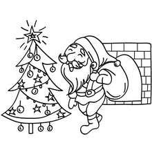 Coloriage : Papa Noël au pied du sapin à colorier