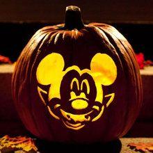 Activité : Sculpture Mickey vampire pour citrouille