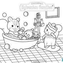 La famille écureuil dans le bain