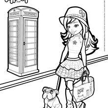 Nancy promène son chien dans la rue