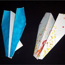 Fabriquer un avion en papier.