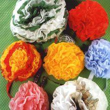 Fleurs en serviettes multicolores