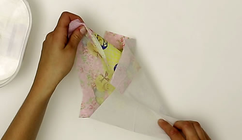 Séparer les feuilles de la serviette