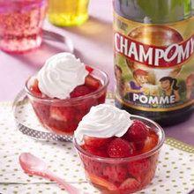 Nage de fraises au Champomy, chantilly à la vanille