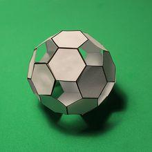 Patron : Le ballon de foot en papier