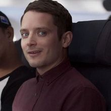Consignes de sécurité de Air New Zealand avec Elijah Wood