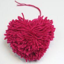 Activité : Comment faire un pompon en forme de coeur ?