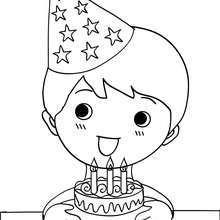 Coloriage garçon et son gâteau d'anniversaire