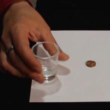 Tour de magie : Faire disparaître une pièce et un verre