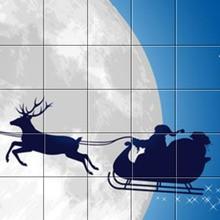 Le Père Noël devant la Lune
