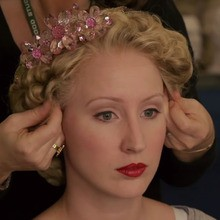 Vidéo : L'essayage des costumes et les coiffures de Cendrillon