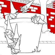 Les gnomes escaladent un pot de plante