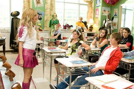 High School Musical 3 : nos années lycée - Ashley Tisdale et Zac Efron